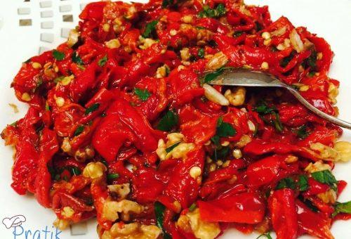 Cevizli Közlenmiş Biber Salatası