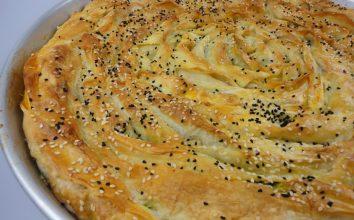 Pırasalı Patatesli Peynirli Kol Böreği Tarifi